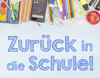 Назад к знамени школы говоря назад к школе в ¼ ck Zurà немца внутри умирает Schule Стоковые Фотографии RF