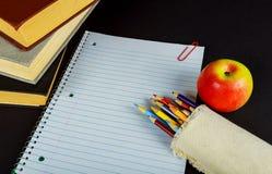 назад к концепции школы изолированной на черной предпосылке Стоковое Фото