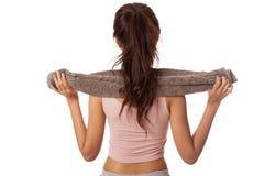 Назад полотенца владением тренировки девушки азиата тонкого Стоковые Изображения RF