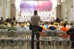 Назад фотографа, который фотоснимки choir Стоковая Фотография RF