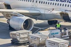 Наземное обслуживание воздушных судн стоковые фото