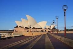 СИДНЕЙ, NSW/AUSTRALIA- 27-ОЕ АПРЕЛЯ: Оперный театр наземный ориентир Сидней Стоковые Изображения
