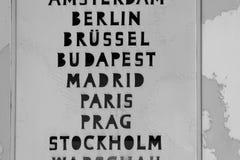 Называет европейские города, столицы Европы на часах мира Стоковые Фотографии RF