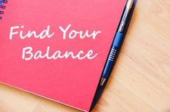 Найдите ваш баланс для записи на тетради стоковая фотография rf