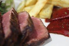 Накаленные докрасна перцы чилей & стейк говядины стоковая фотография