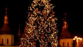 Накалять освещает поворачивать в целостное изображение рождественской елки видеоматериал