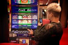 Накаляя торговый автомат казино стоковые изображения