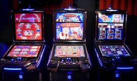 Накаляя торговый автомат казино стоковое фото rf