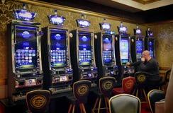 Накаляя торговый автомат казино стоковые фотографии rf