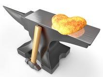 Накаленное докрасна сердце металла на наковальне Стоковая Фотография