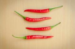 Накаленные докрасна перцы chili на деревянном столе Стоковые Фото
