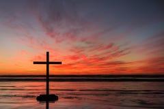 Накаленный докрасна перекрестный заход солнца Стоковое Изображение RF