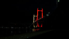 Накаляя мост на ноче стоковые фото