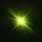 Накаляя реалистическая зеленая звезда - стилизованный объект иллюстрация штока