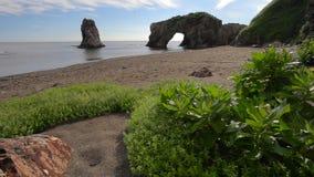 Накидка Velikan, каменная гигантская скульптура природы сток-видео