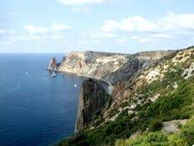 Накидка и скалы вдоль морского побережья Creamea стоковое фото rf
