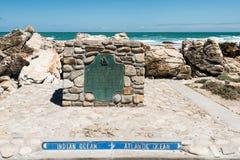 Накидка Agulhas, самая южная подсказка Африки где атлантические и индийские океаны встречают Стоковые Изображения RF