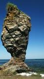Накидка Velikan, каменная гигантская скульптура природы, остров Россия Сахалина стоковые фотографии rf
