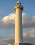 Накидка Zampa маяка, деревня Yomitan, Окинава Япония на заходе солнца стоковое изображение