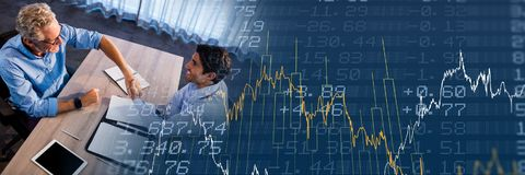 Накладные расходы деловой встречи с голубым переходом диаграммы финансов Стоковое фото RF