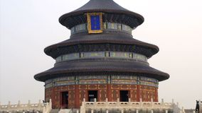 Наклон вниз к Temple of Heaven в Пекине акции видеоматериалы