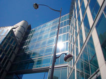 наклон здания стеклянный стальной вверх Стоковые Изображения