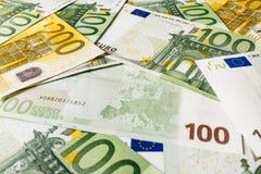 накрените веревочка примечания дег фокуса 100 евро 5 евро предпосылка наличных денег евро Банкноты денег евро Стоковое Изображение