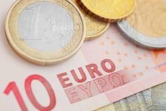 накрените веревочка примечания дег фокуса 100 евро 5 евро Стоковые Изображения