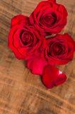 Накладные расходы группы в составе красные розы Стоковые Изображения RF