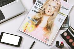 Накладные расходы предметы первой необходимости возражают в блоггере моды Стоковое фото RF
