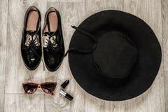 Накладные расходы предметы первой необходимости возражают в блоггере моды Стоковые Изображения