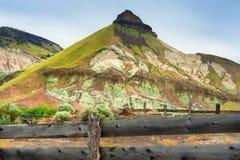 Наклоненное ранчо в национальном парке кроватей дня Джона ископаемом стоковая фотография rf