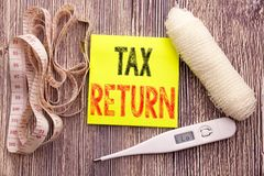 Налоговая декларация Концепция здоровья фитнеса дела для учитывая предпосылки липкого примечания денег написанной возвращением пу стоковое фото