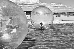 Намочите гуляя шарик Стоковая Фотография