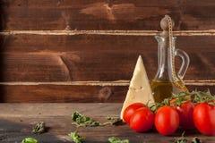 Трава, масло, томаты и сыр Стоковые Изображения RF