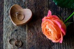 Намочите розовую, сердце и обручальные кольца Стоковые Изображения