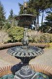 Намочите trickling над фонтаном на солнечный день на акрах парке штата берега, Орегоне Стоковые Изображения RF