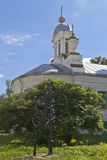 Нанесённое дерево около церков Varlaam Khutynsky в городе Vologda Стоковое Фото