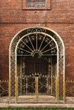 нанесённое утюга строба двери богато украшенный Стоковое Фото
