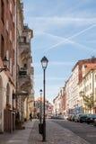 Нанесённый фонарик на улице старого европейского городка Стоковые Изображения RF