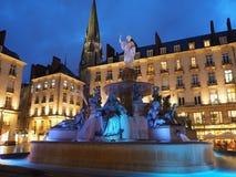 Нант, Франция Взгляд ночи квадрата Royale и фонтана стоковое фото