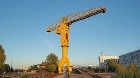 Нант, Франция Желтое crain Jaune на туристских доках стоковое изображение rf