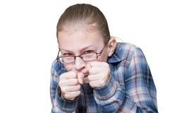 Нападения девочка-подростка с кулаками, стоковое фото