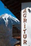 Написанный в деревянном типичном сельском доме горы Стоковая Фотография