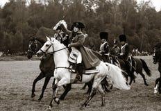 Наполеон салютуя аудитории, историческому reenactment стоковые изображения