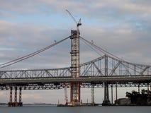 Наполовину законченная новая башня моста залива под конструкцией Стоковое Изображение