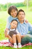 Напольная азиатская семья стоковое изображение