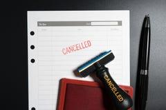 Напоминание для того чтобы отменить встречу дела Отмененный деловой документ Дело отменило отвергнутое просклонянное прекращени п стоковые фотографии rf