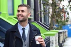 Напористый бизнесмен показывая положительную эмоцию стоковые фотографии rf