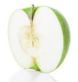 Наполовину зеленое яблоко стоковые изображения rf